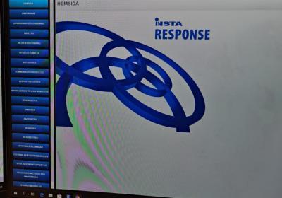 Dataskärm med Insta logga och karta
